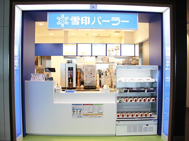 Snow Brand Parlor gate lounge shop